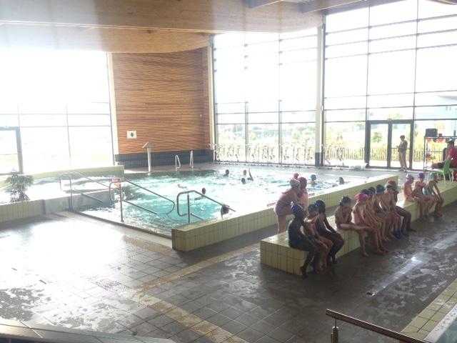 Ce1 ce2 cm1 aujourd 39 hui on a piscine le blog de l for Chaussons de piscine