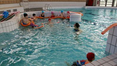 En grande section mercredi c 39 est jour de piscine for Piscine du morel